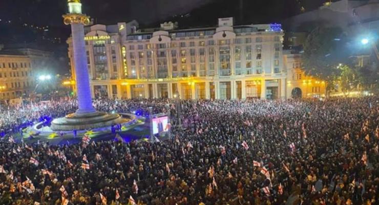 В Тбилиси проходит масштабная акция с требованием освободить Саакашвили